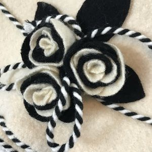 Accessories - White and Black Vintage Flower Hat